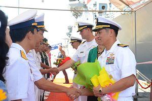 1st US Warships Port at Cam Ranh Bay Since End of Vietnam War