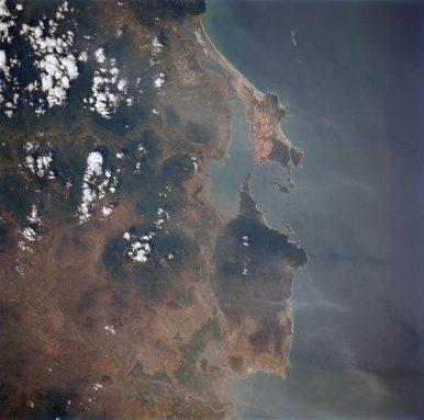 3 Chinese Navy Ships Visit Vietnam's Cam Ranh Bay