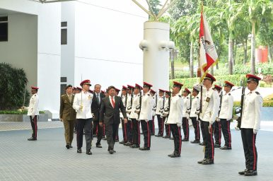 Brunei Deputy Defense Minister Visits Singapore