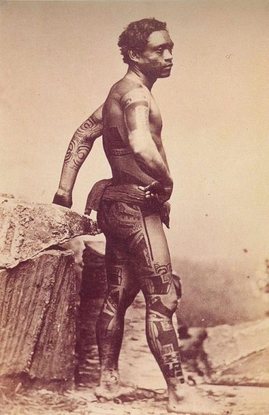 Man with a Marquesan tattoo in 1880. Photo: Madame S. Hoare / Public Domain