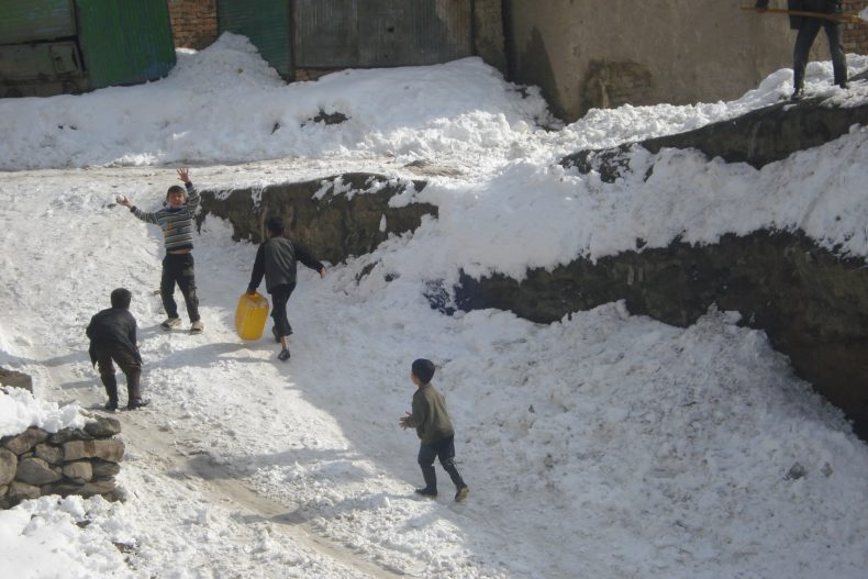 Children play in the snow in Kabul. Image by Muhammad Idrees.