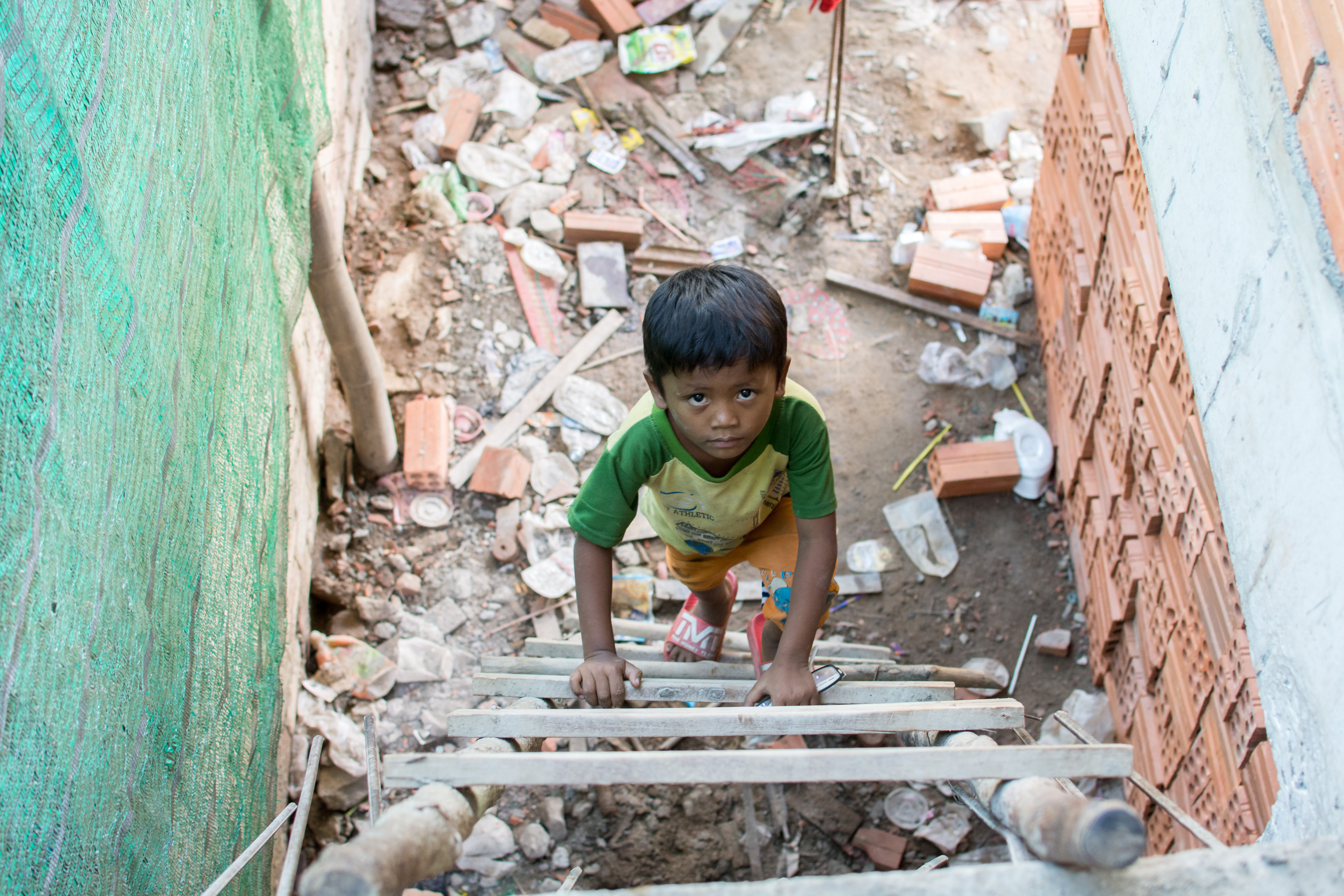 the world of cambodia u0027s construction site children the diplomat