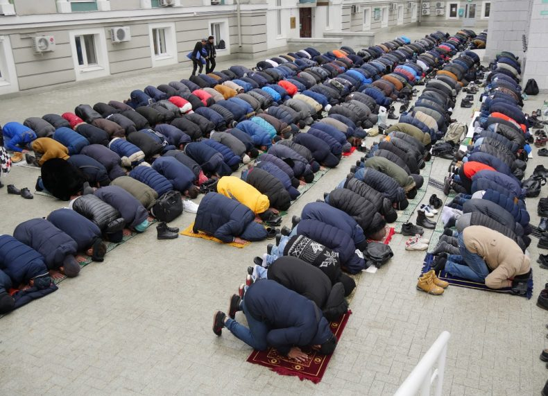 Friday prayers at the Cathedral Mosque in Moscow, Russia. Image by Iris Oppelaar.