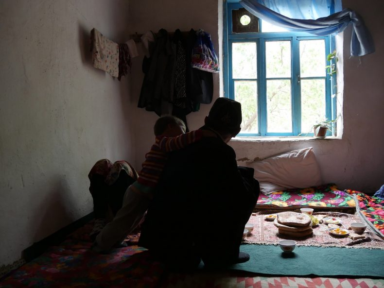 Kyrgyzstan – family members of a missing labor migrant. Image by Iris Oppelaar.