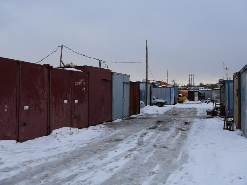 Moscow, Russia – a village of containers packed together on the outskirts of Moscow. A container is often the home of up to eight labor migrants from Tajikistan, Kyrgyzstan, or Uzbekistan. Image by Iris Oppelaar.