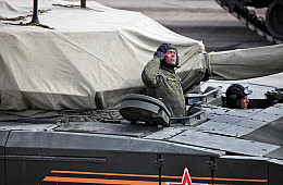 Russia Orders 132 T-14 Armata Main Battle Tanks and T-15 Infantry Fighting Vehicles