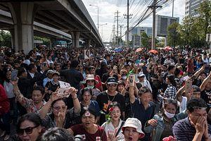 Waiting for Yingluck Shinawatra