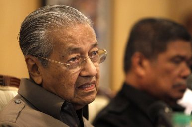 Mahathir Sets New Course for Malaysia in First 100 Days
