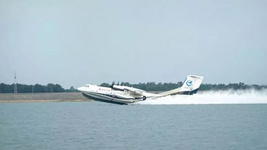 China-Built World's Largest Amphibious Aircraft Conducts High-Speed Taxiing Trials on Water