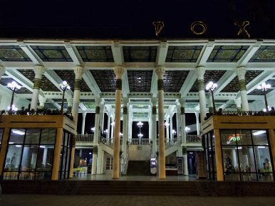 Spectacular Cities and Urban Transformation in Central Asia