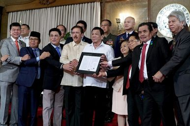 Rebel Commanders Become Officials Under Philippines' Peace Deal