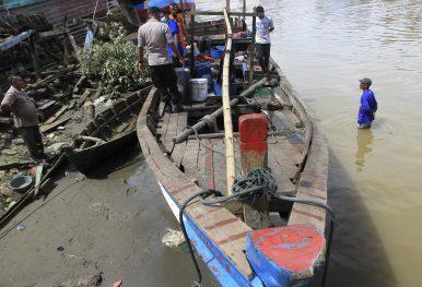 Malaysia Says 41 Rohingya Land on Northern Shores, 200 Still At Sea