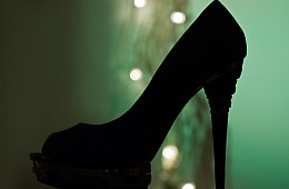 Japanese Women Campaign Against Mandatory High Heels