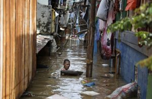 30 Dead, Thousands Caught in Flooding in Indonesia's Capital
