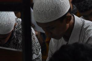 Indonesia Halts Islamic Assembly, Quarantining 9,000 People