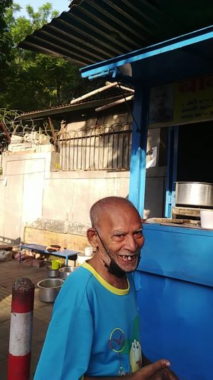 Setting Usual Mudslinging Aside, India Twitter Rallies Behind an Old Man and His Small Roadside Eatery