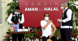 Indonesia Starts Mass COVID Vaccinations Over Vast Territory