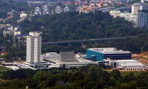 Malaysian PM Backtracks and Agrees to Convene Parliament