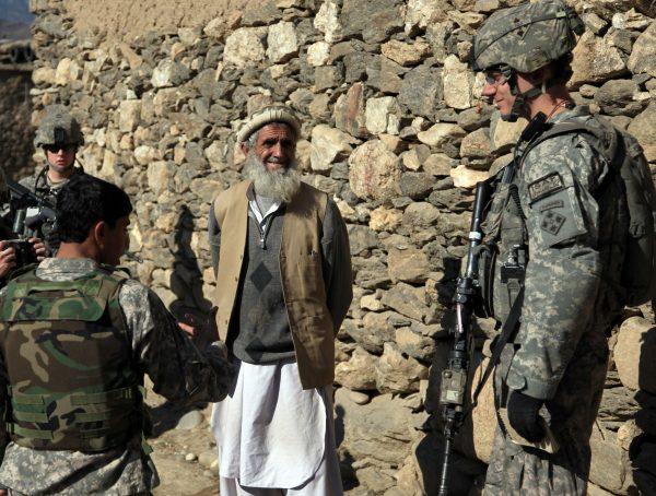 Penerbangan Evakuasi Membawa 200 Warga Afghanistan ke AS – Diplomat