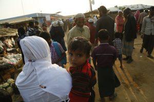 Después de la matanza, Bangladesh lanza medidas enérgicas contra los campamentos de rohingya