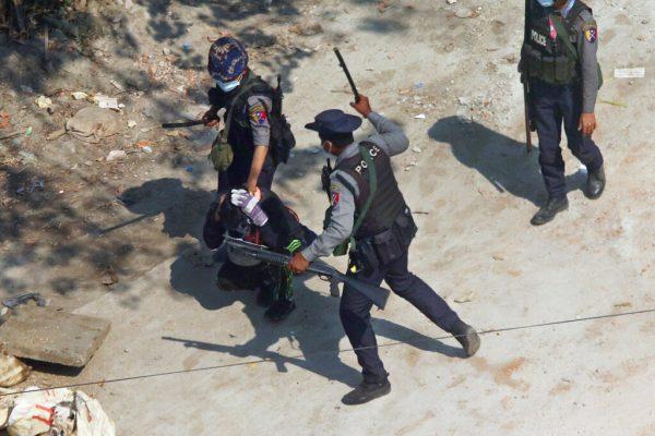 El ejército y la policía aumentan las deserciones y afirma que el gobierno en la sombra de Myanmar: The Diplomat